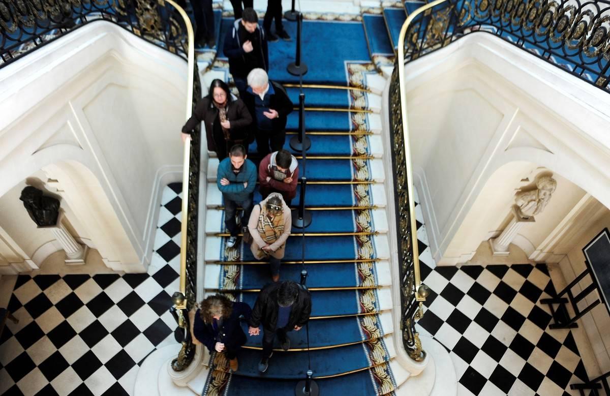 Gran escalera. Del Palacio Bosch, durante una visita guiada en julio. / Fernando de la Orden