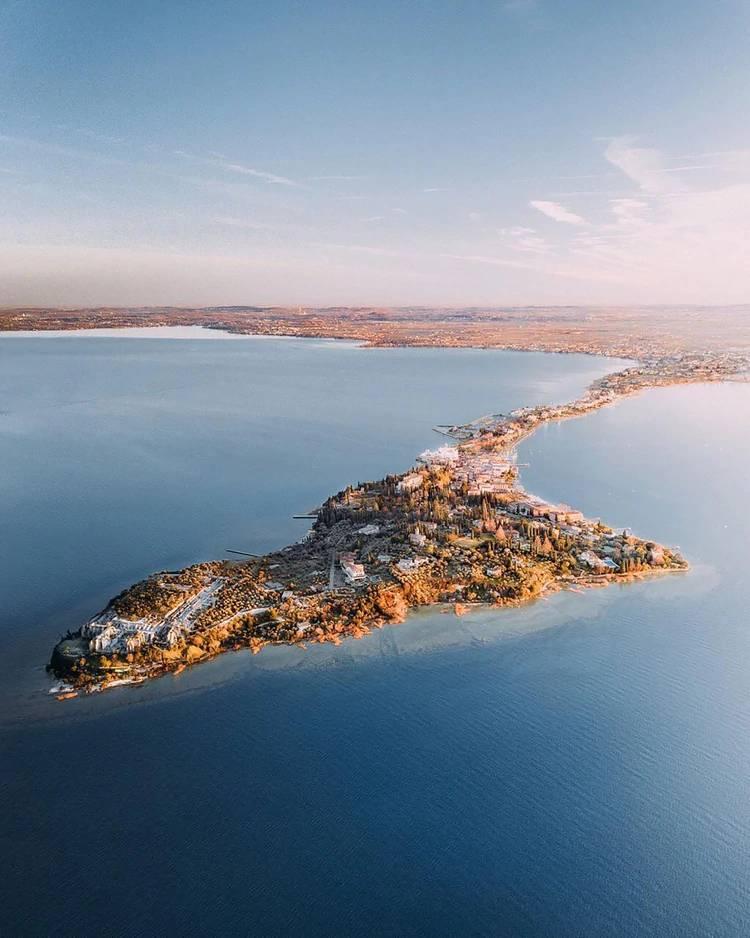 El Lago de Garda, o Lago de Benaco, es el mayor lago italiano y uno de los más afamados lagos turísticos del norte de Italia (@instagarda)